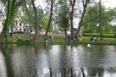 2012.06.03 Wędkarze dzieciom przy oczku wodnym na Grapie