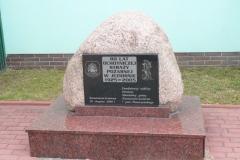 2013.06 Kamień pamiątkowy przy OSP Jeziorna