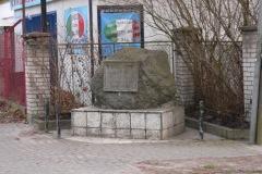2013.11 Kamień pamiątkowy przy Długiej